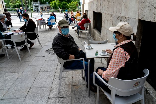 Sanidad prevé que las mascarillas sean obligatorias en espacios cerrados y vía pública a partir de
