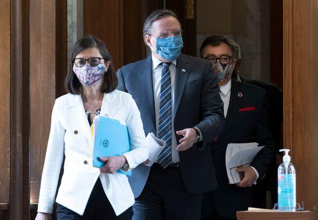 Danielle McCann, François Legault et Horacio Arruda ont rappelé mardi que le virus est...