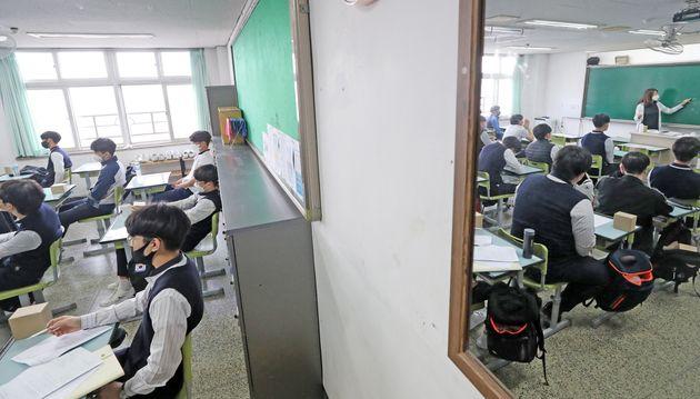 20일 등교한 수원의 한 고등학교
