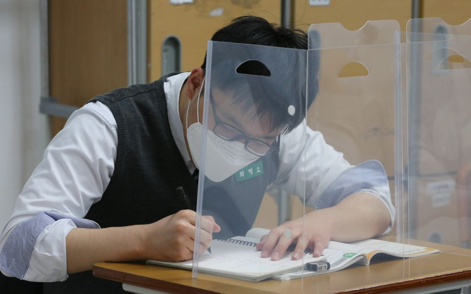20일 오전 대전 전민동 전민고등학교에서 학생이 공부를 하고