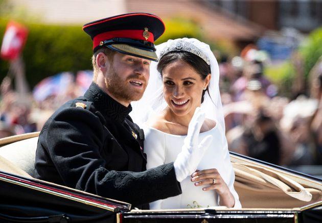 Ο Δούκας και η Δούκισσα του Σάσεξ λίγο μετά την ανταλλαγή όρκων στο εκκλησάκι του Αγίου Γεωργίου στο κάστρο του Γουίνσδορ, στις 19 Μαΐου 2018.