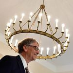 Lo que hay tras la conspiración de que Bill Gates quiere controlar la raza