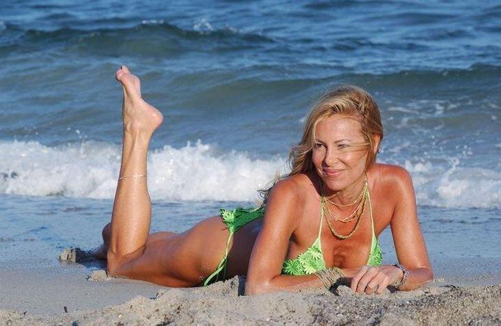 Ana Obregón en uno de sus tradicionales posados en la playa.