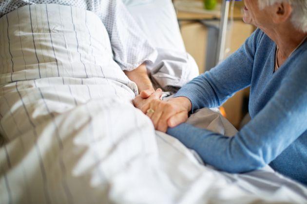 Des proches aidants pourront se rendre dans les centres hospitaliers, dit