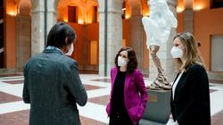 La escultura con la que Madrid homenajea a los muertos por el coronavirus está trayendo