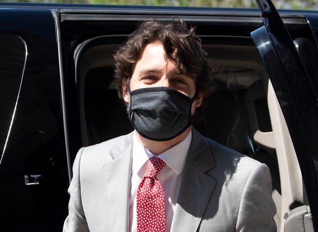 Justin Trudeau a affirmé qu'il porterait désormais un masque lorsqu'il ne peut respecter la distanciation...