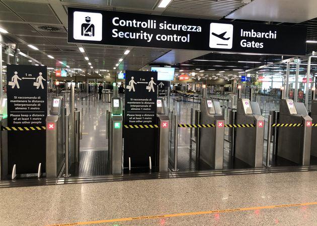 Le 7 mai, à l'aéroport de Rome, l'un de ceux à avoir réduit ses opérations...