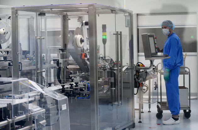 Εντός εργαστηρίου της BIOCAD στη Ρωσία όπου αναπτύσσεται ένα ακόμη εμβόλιο κατά του κορονοϊού.