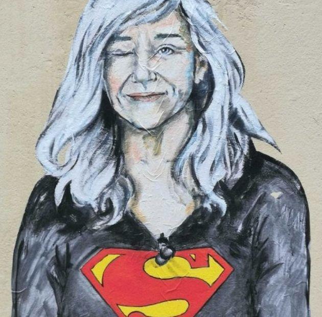 Firenze dedica un murales a Giovanna Botteri: la giornalista diventa l'eroina di tutte le donne