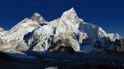 Captan una histórica imagen del Everest visto desde el Katmandú por el descenso en los niveles de