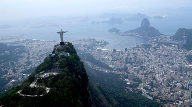 Au Brésil, le président Jair Bolsonaro continue de minimiser la dangerosité du nouveau