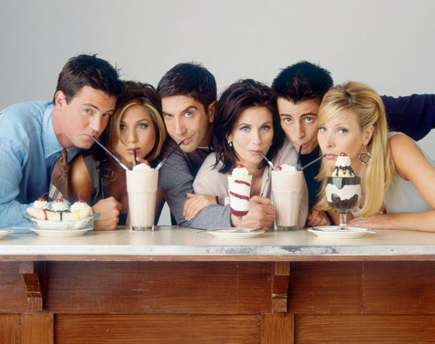 Οι πρωταγωνιστές της δημοφιλούς τηλεοπτικής σειράς «Τα Φιλαράκια» (