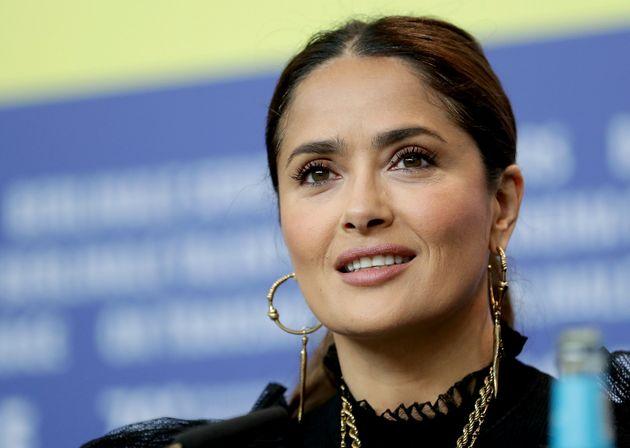 Salma Hayek se junta a outras atrizes de Hollywood em campanha para combater a violência doméstica...