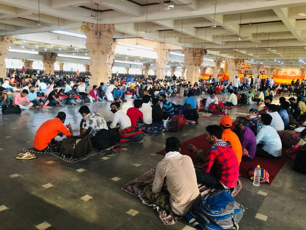Migrant workers at a temporary shelter set up by the Delhi government in the Chhatarpur temple in New