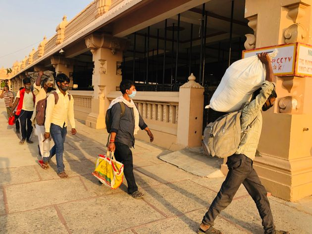 Migrant workers arriving at a temporary shelter at the Chhatarpur temple in New