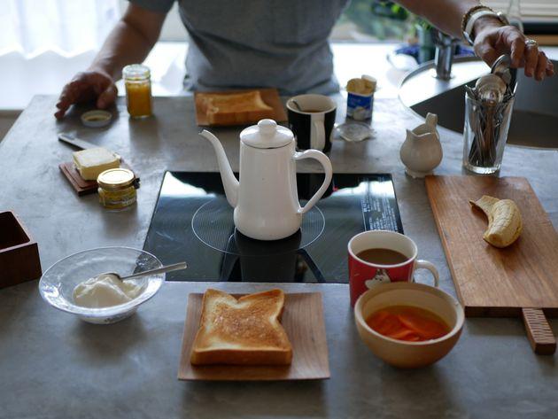 朝食にはパンとスープを