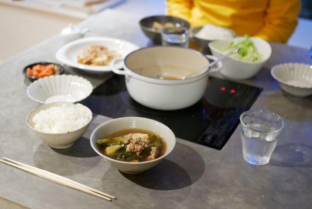 ある日の夕食。食卓で会話する習慣は、今後も残していきたい