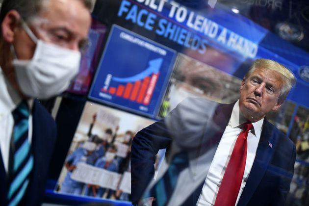 Au cours de sa visite dans une usine Ford d'Ypsilanti, dans le Michigan, le président des États-Unis...