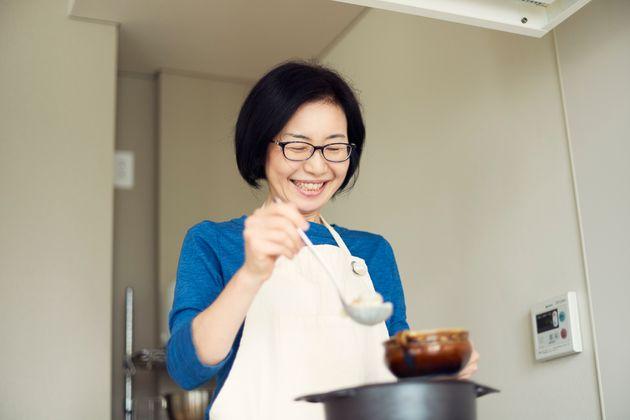 有賀薫さん。2011年から8年間、約3000日にわたって、朝のスープ作りを日々更新している。