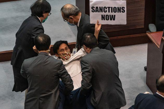 Cina impone legge anti-secessione a Hong Kong, nuove tensioni con gli