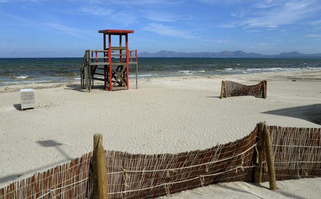 La playa de Muro, en Mallorca, completamente vacía durante la