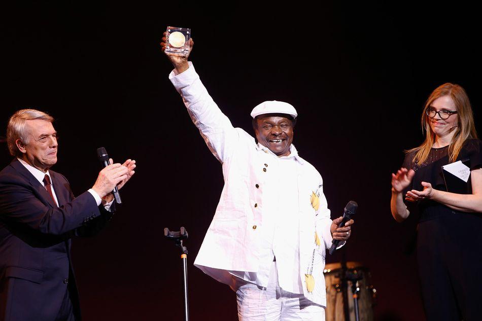"""Le chanteur et musicien guinéen Mory Kanté, connu pour le tube planétaire """"Yéké yéké"""" dans les années 1980, est décédé ce vendredi 22 mai à l'âge de 70 ans dans un hôpital de Conakry.>>Lire l'intégralité de notre article ici"""