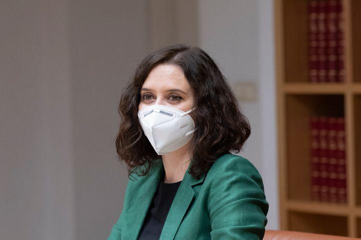 Isabel Díaz Ayuso con mascarilla FPP2.