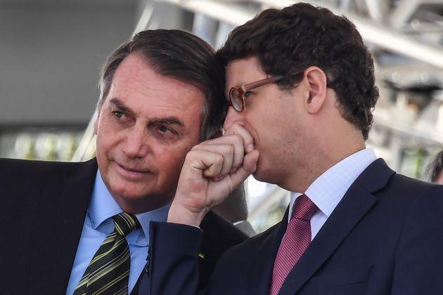 Presidente Jair Bolsonaro ao lado do ministro do Meio Ambiente, Ricardo