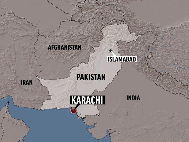 파키스탄에서 여객기가 주택가에 추락해 80명 넘는 사망자가