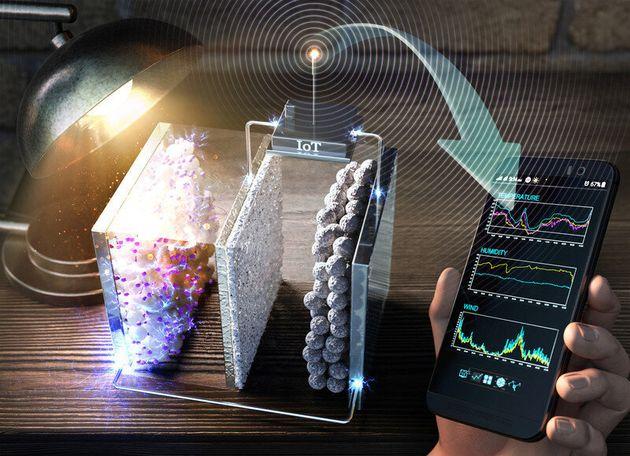 실내조명으로부터 생산·저장된 에너지로 실내 온도 및 습도를 측정하는 사물인터넷 기기를 작동하는