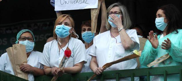 Personal sanitario reivindicando una Sanidad