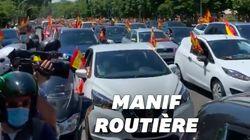 Confinement oblige, des milliers d'Espagnols manifestent en voitures à l'appel de l'extrême