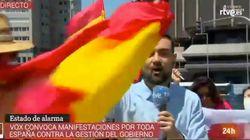 Este periodista de TVE arrasa con su reacción al ser increpado por manifestantes contra el
