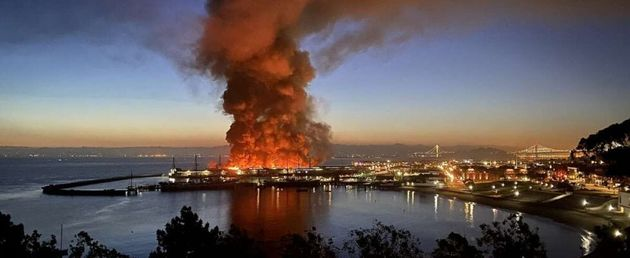 Incendio al molo di San Francisco, distrutto parte del Fisherman's