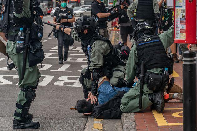 Gas lacrimogeni e oltre 150 arresti. Pugno di ferro di Pechino su Hong