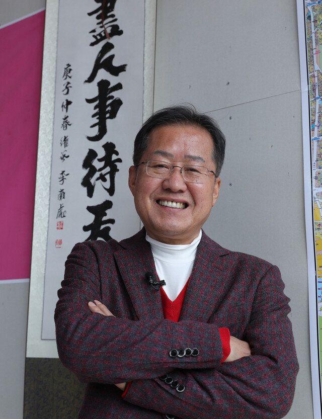 공천을 받지 못하자 탈당 뒤 무소속으로 출마한 홍준표. 자신만만한 미소다. 선거 직후인 2020년 4월20일에 대구 사무실 앞에서 강창광 기자가