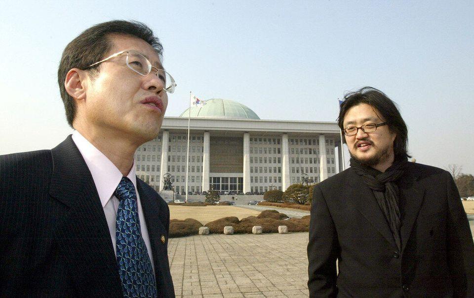 """김어준이 """"문제적 인간"""" 홍준표를 인터뷰했다. 2004년 2월20일치 <한겨레>에 실렸다. 홍준표는 노무현 정부 때에도 저격수 노릇을 했다. 본바탕은..."""