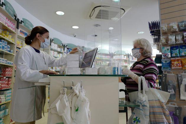 Dans une pharmacie à Nice, le 2 mai