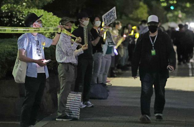 検察定年延長/国会前で抗議する人たち