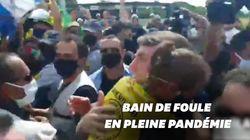 Bolsonaro s'offre un bain de foule avec ses fans alors que le Brésil est le nouvel