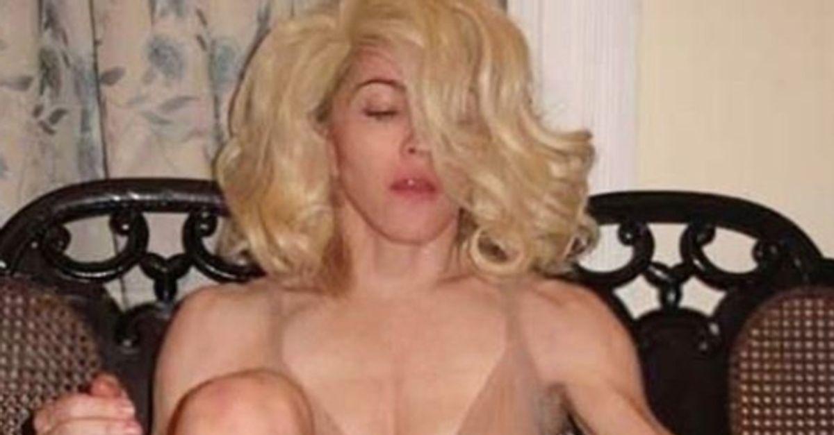 "Madonna provoque les ""choqués"" avec une photo seins nus"