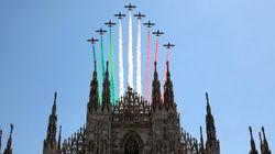 Lo spettacolare volo delle Frecce Tricolore nel cielo di Milano e Codogno per il 2 Giugno