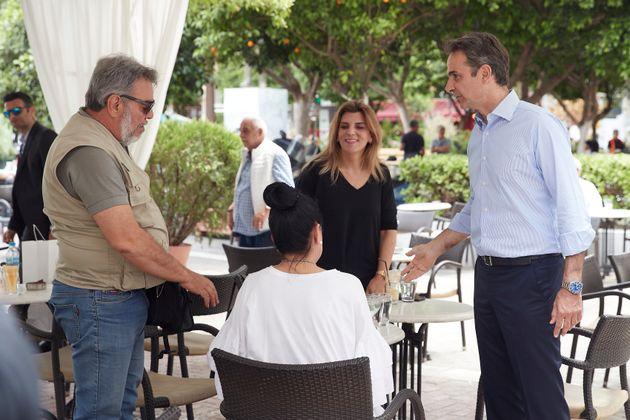 Ο Πρωθυπουργός Κυριάκος Μητσοτάκης επισκέφθηκε τους εμπορικούς δρόμους του