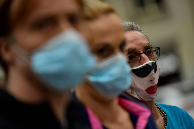 Sanidad rectifica la cifra total de fallecidos en España y resta casi 2.000 por