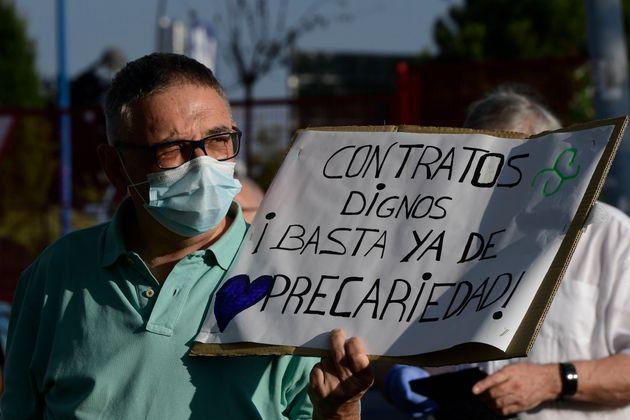 Un hombre durante la protesta en el hospital Severo Ochoa de