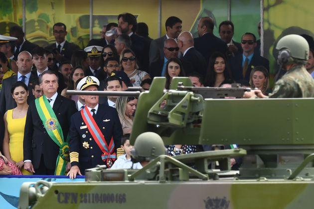 Presidente usa com frequência imagem das Forças Armadas para se amparar em seus discursos,...