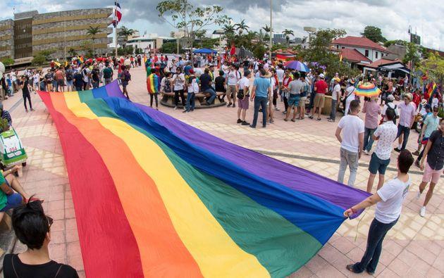 最高裁の前で開かれた、平等な婚姻の法制化を求めるデモ(2018年8月)
