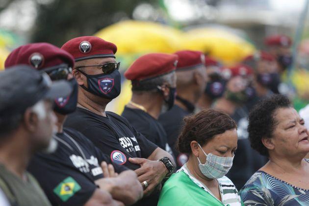 Βραζιλία: Ο Μπολσονάρο επιστρατεύει τους στρατηγούς του για τον κορονοϊό αλλά χάνει τη