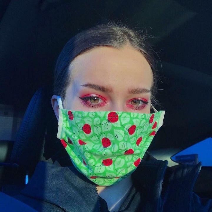 Chloe Richmond shows off her mask-friendly eye makeup look.