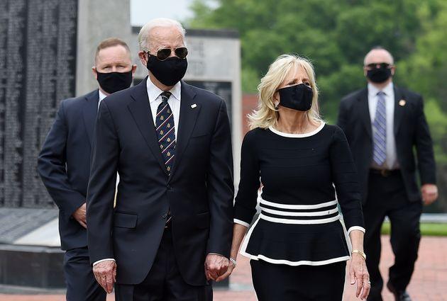 5월25일 조 바이든과 아내 질 바이든이 델라웨어 참전용사 기념공원을